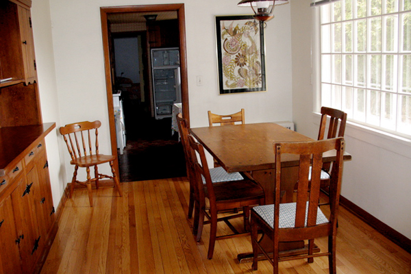 The Beautiful Dining Room of Wisconsin Cottage Rentals 'Above & Beyond'